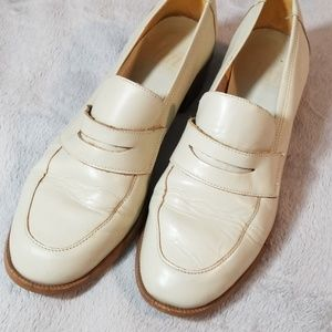 Vintage cream colored loafers size 7